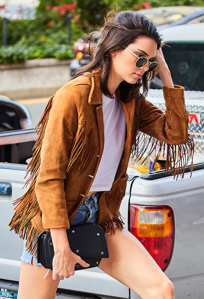 Kendall-Jenner-Givenchy-Bow-Cut-Clutch