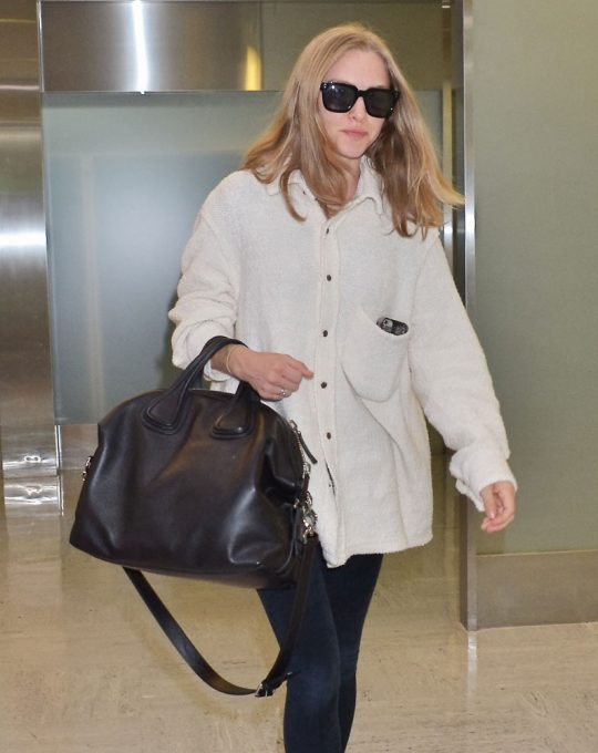Amanda-Seyfried-Givenchy-Nightingale-Bag